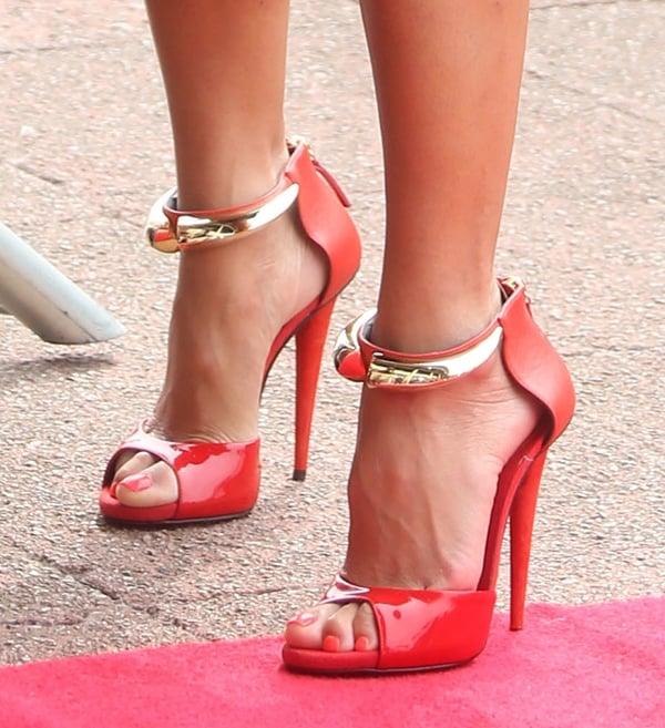 Nicole Scherzinger's red heelsmatched her red nail polish