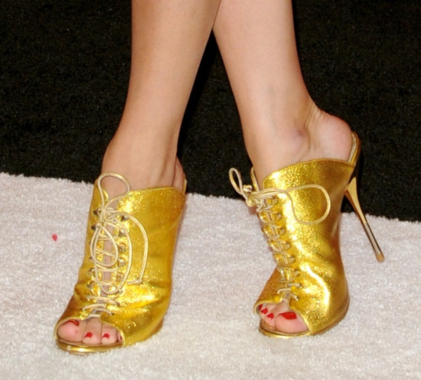 Olivia Palermo's sexy toes in gold Giuseppe Zanotti booties