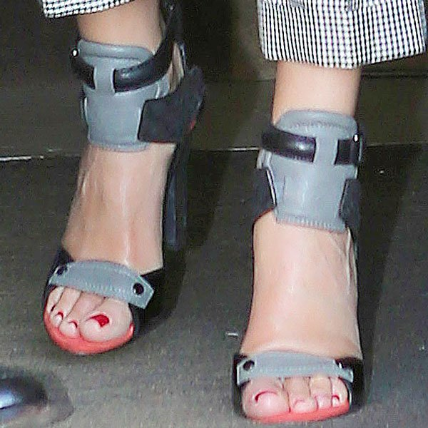 Sandra Bullock shows off her feet intricolor Alexander Wang Chloe sandals