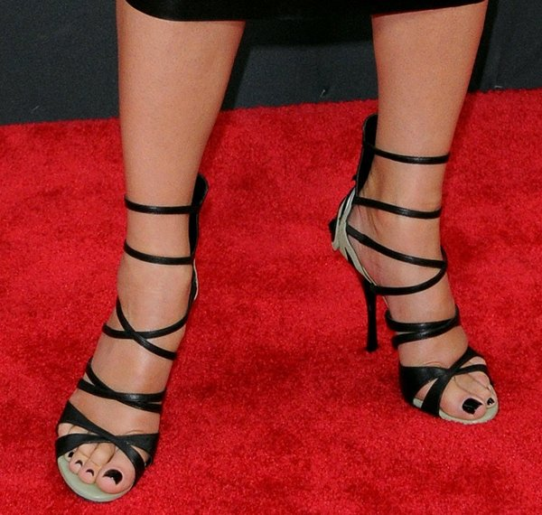 Sandra Bullock's pretty feet in Bottega Veneta sandals