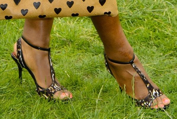 Serena Williams shows off her pretty feet incamel calfskin sandals