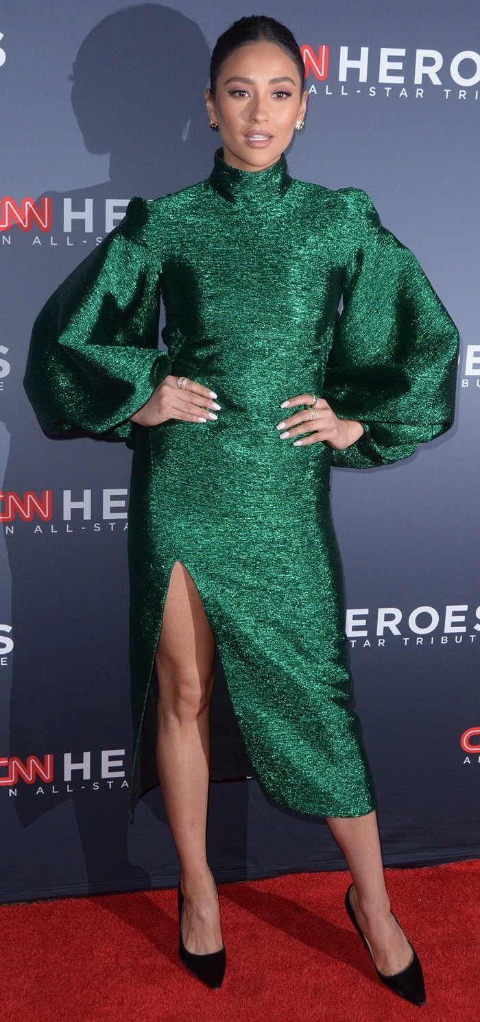 Shay Mitchell's hot legs in an emerald green dress at the 2018 CNN Heroes: An All-Star Tribute at the American Museum of Natural History in New York City on December 8, 2018