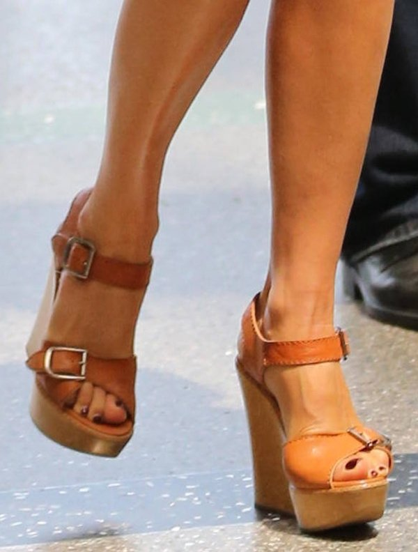 The wedges added a stylish summer vibe to Victoria Beckham's look