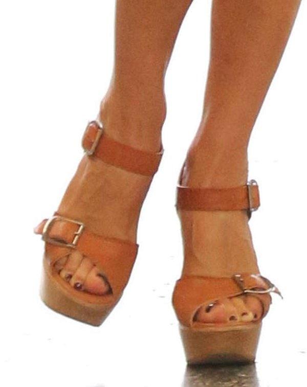 Victoria Beckham wearingChloe buckle-strap wedge sandals
