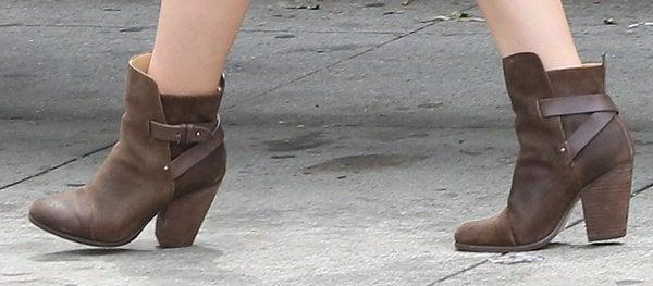 "Hilary Duff'sbrown Rag & Bone ""Kinsey"" ankle boots perfectly flattered her petite figure"