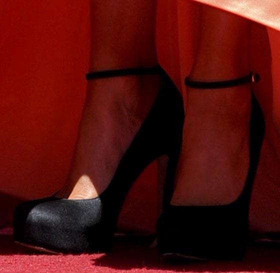 Jennifer Lopez shows off her feet in towering platform pumps