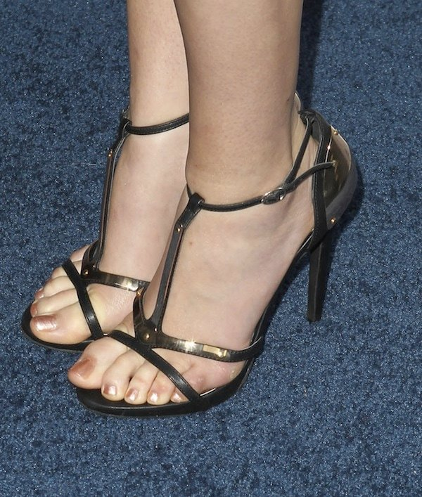 Emma Bell's perfect feet in Giuseppe Zanotti t-strap sandals