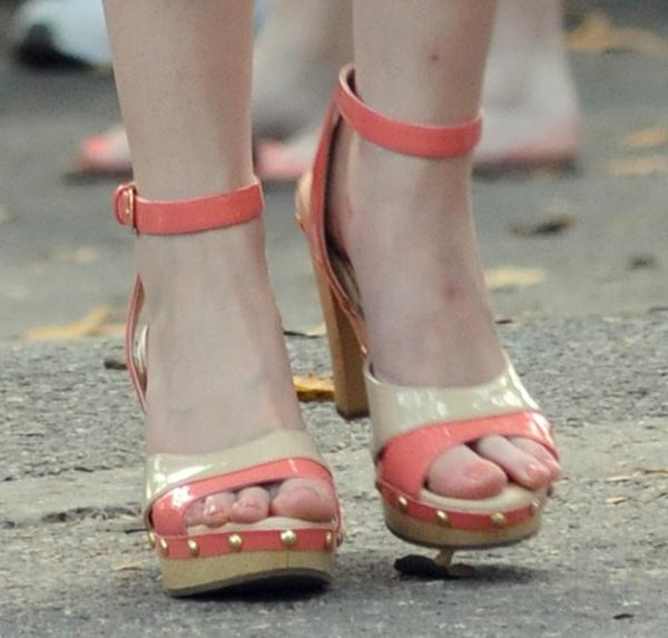 Anna Kendrick wearing Isola Madalen platform sandals