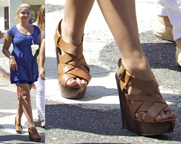 Ariel Winter sporting a pair of strappy brown wedges with her casual blue dress