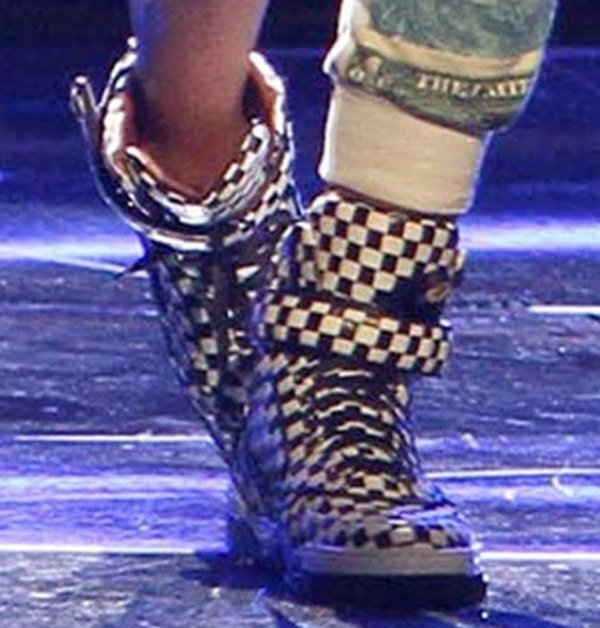 Ciara performing in Givenchy sneakers