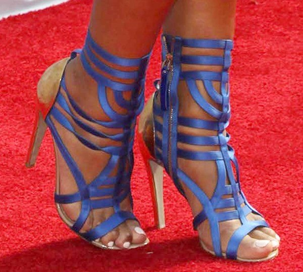 Eve shows off her feet in Sergio Rossi Antiope sandals