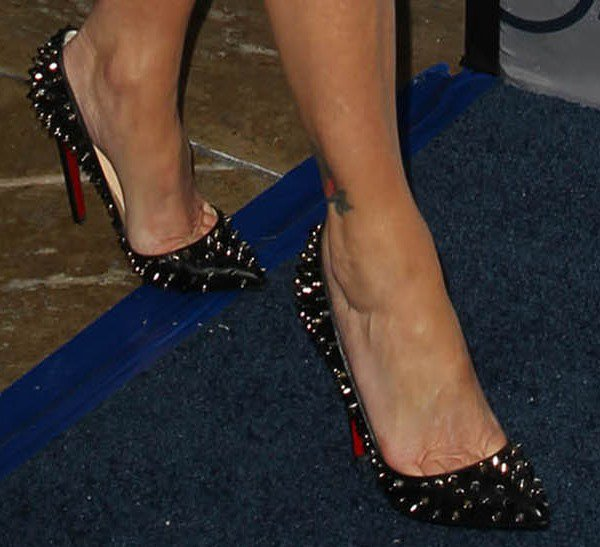 "Heather Locklear reveals toe cleavage in Christian Louboutin ""Pigalle Spikes"" pumps"