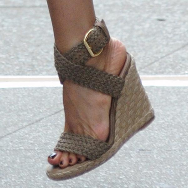 Jennifer Aniston's sexy feet in wedge sandals