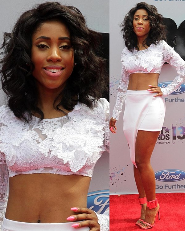 Sevyn Streeter reveals her belly button at the 2013 BET Awards