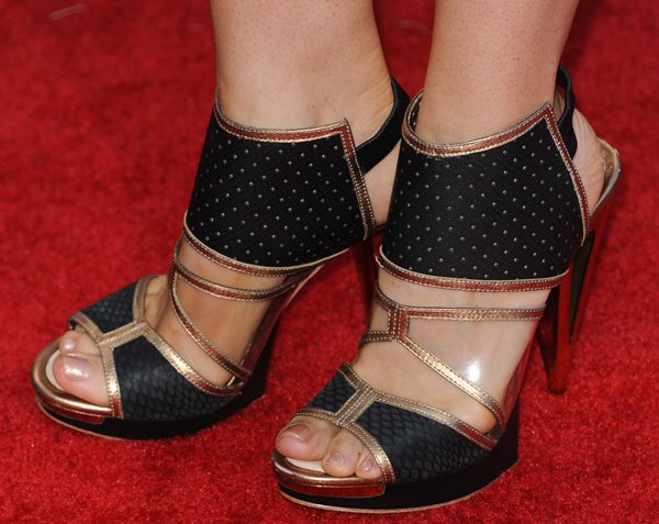 Bellamy Young in black-and-gold sandals