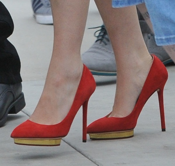 Emilia Clarke showed how to pair a red dress with red shoes