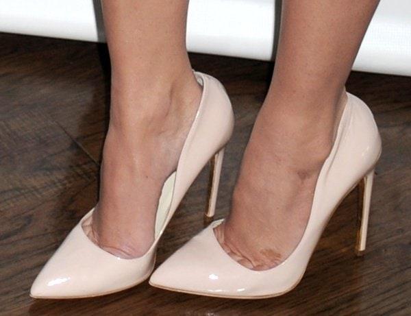Olivia Munn reveals toe cleavage inRupert Sanderson Elba pumps in nude patent leather