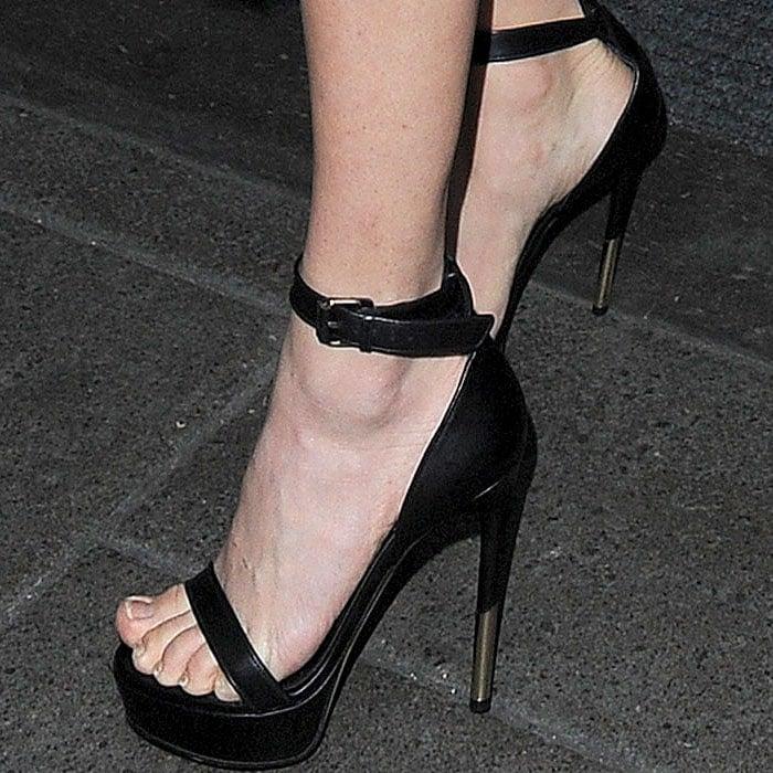 Amanda Seyfried's feet pre-Lovelace London screening looking to be in need of a pedicure