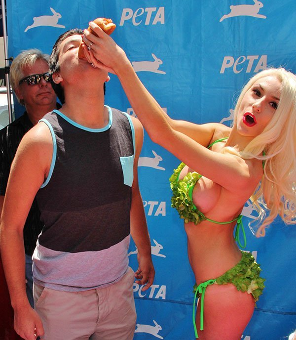 Courtney Stodden promoting Pink's Hot Dogs (new veggie dogs) in support of PETA at Hollywood & Highland Center in Los Angeles on July 31, 2013