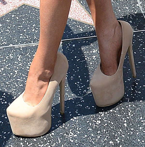 Courtney Stodden shows off her feet in extremely tall pumps