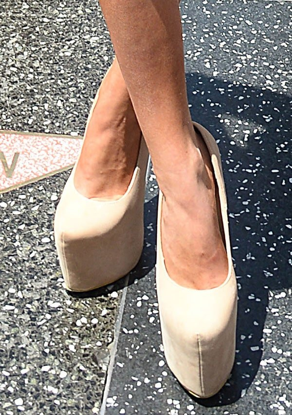 Courtney Stodden rocks sky-high platform shoes