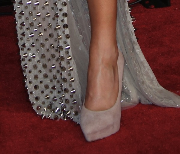 Ellie Goulding rocking Brian Atwood 'Obsession' pumps in nude
