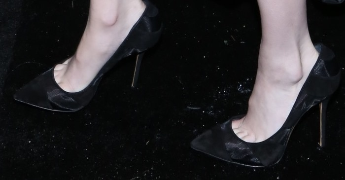Emma Roberts' toe cleavage in Casadei pumps