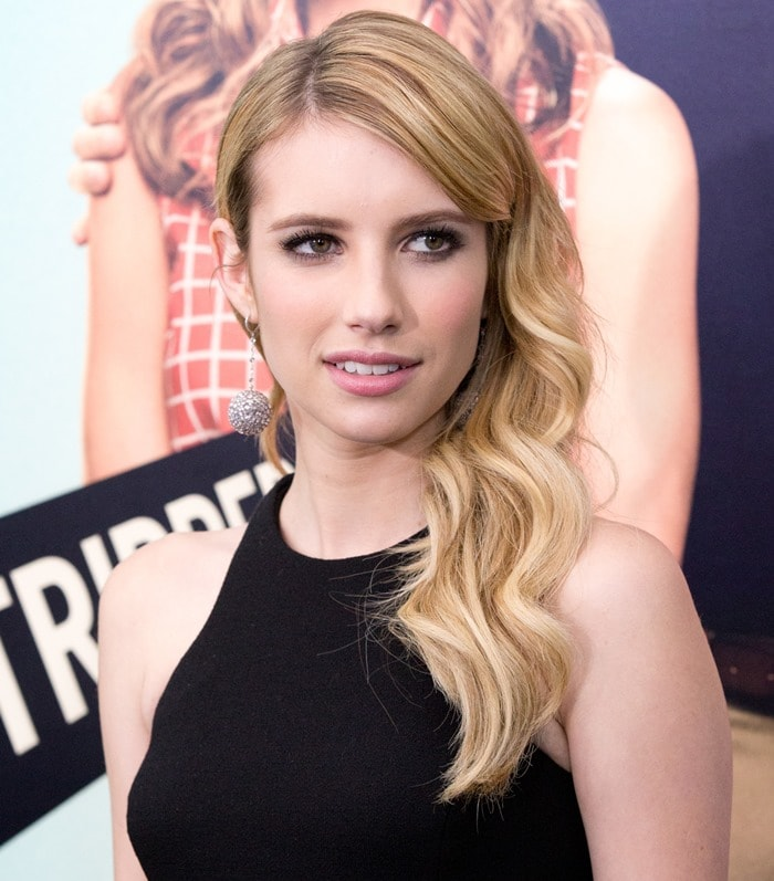 Emma Roberts'wavy blonde locks