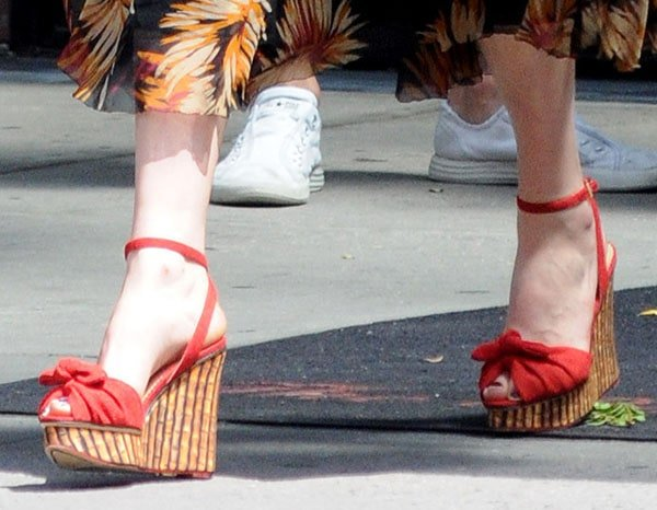 """Florence Welch with her feet on display inCharlotte Olympia """"Miranda"""" bamboo-print wedges"""