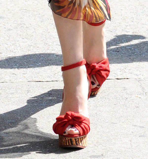 Florence Welch shows off her toes in red summer wedge sandals