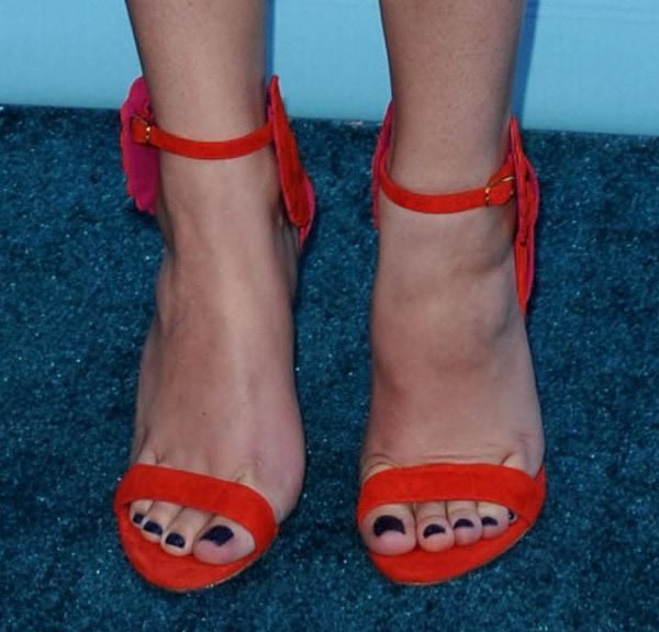 Hailee Steinfeld in Oscar Tiye 'Malikah' sandals