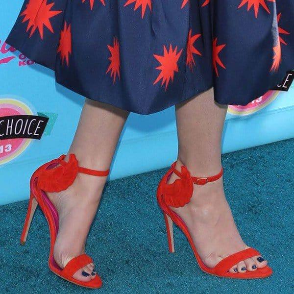Hailee Steinfeld in Oscar Tiye Malikah sandals