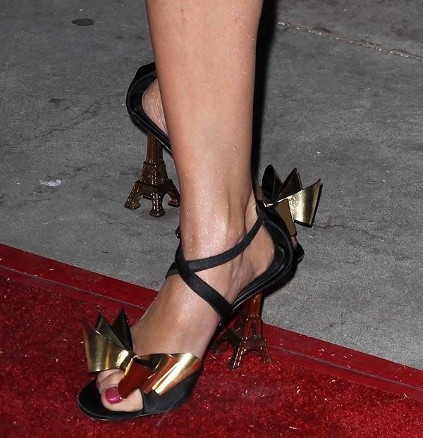 Izabella Miko's naked feet incrisscross sandals