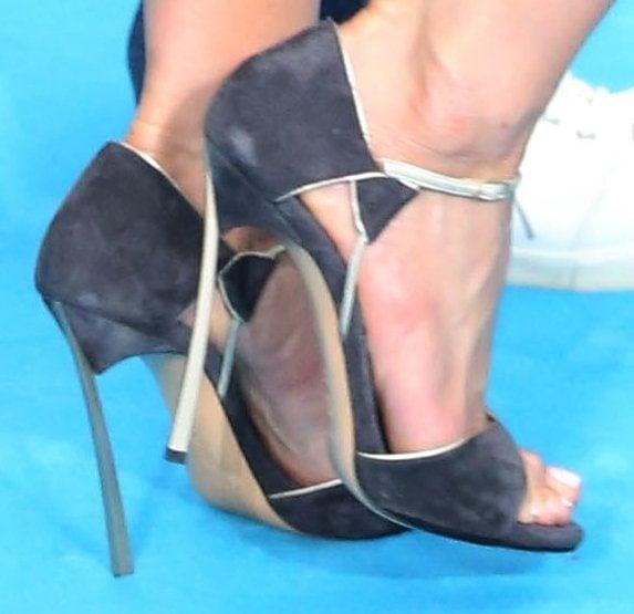 Jennifer Aniston wearing Casadei Pre-Fall 2013 suede sandals