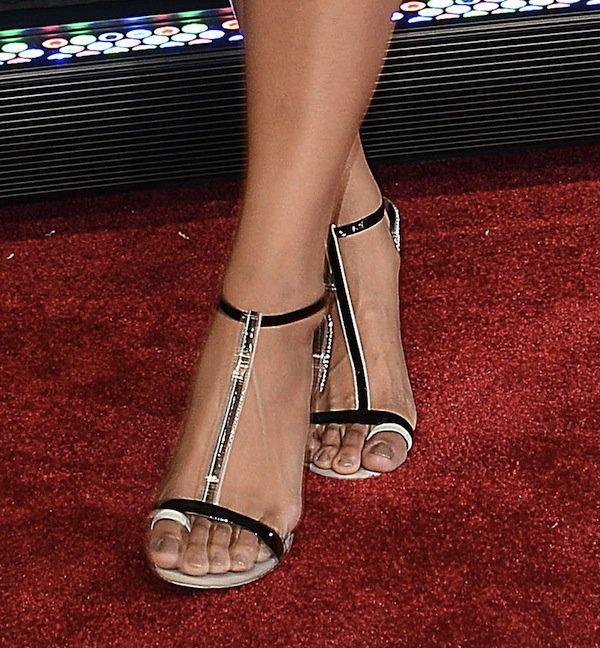 Jordin Sparks wearing Diane von Furstenburg Rafiya sandals