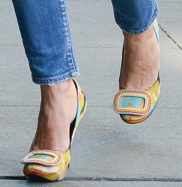 Keri Russell wearingcolorful pumps by Roger Vivier