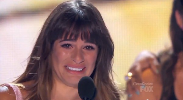 An emotional Lea Michele dedicated her Teen Choice Award To Cory Monteith