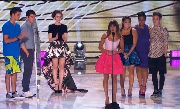 """Lea Michele wore a """"Cory"""" necklace and hot pink ensemble while dedicating her Teen Choice Awards speech to boyfriend Cory Monteith"""