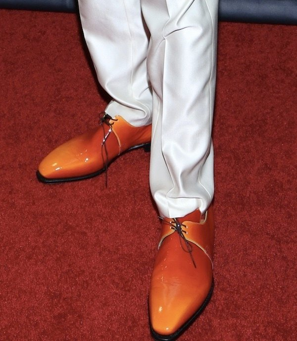 Nick Cannon wearing shiny red oxfords