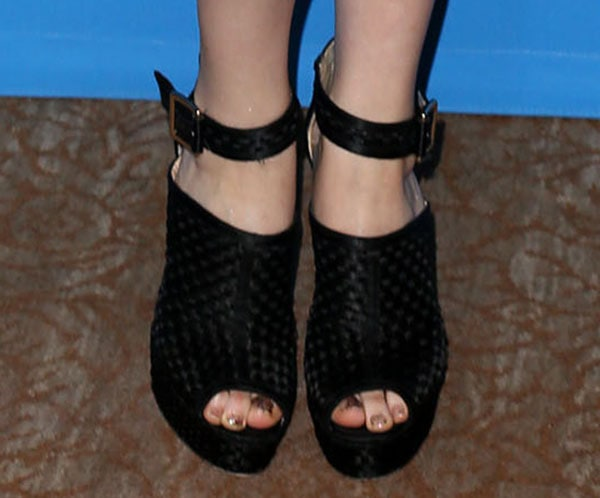 Sophie Lowe flaunted her hot feet and toes