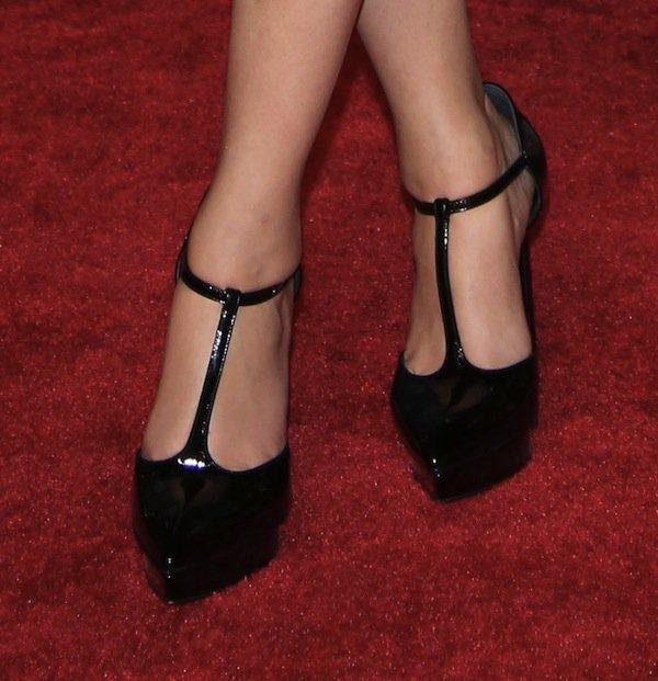 Zoey Deutsch wearing Saint Laurent 'Janis' pumps