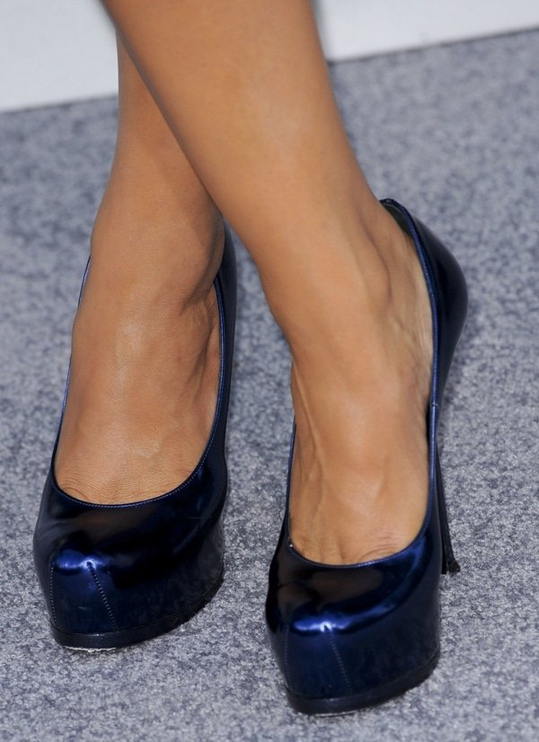 "Alice Braga wearing navy Saint Laurent ""Tribtoo"" pumps"