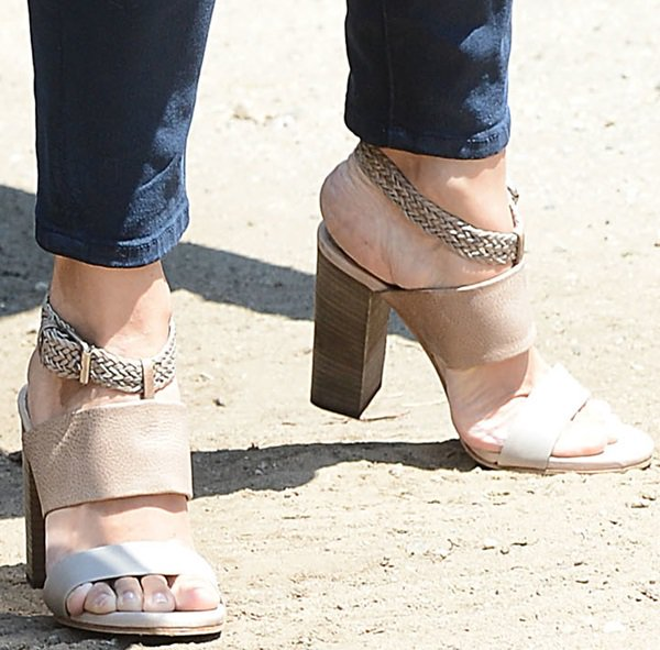 jennifer garner sandals brentwood party august 12