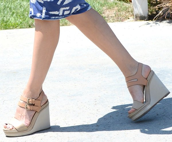 michelle monaghan wedges brentwood party august 12