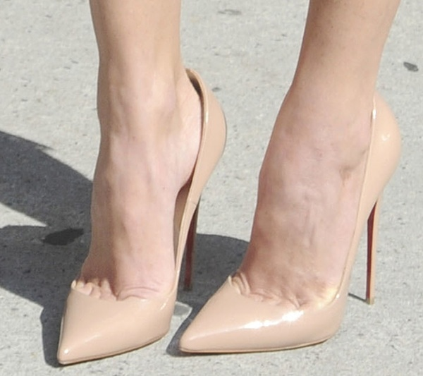Olivia Munn wearing 'So Kate' pumps