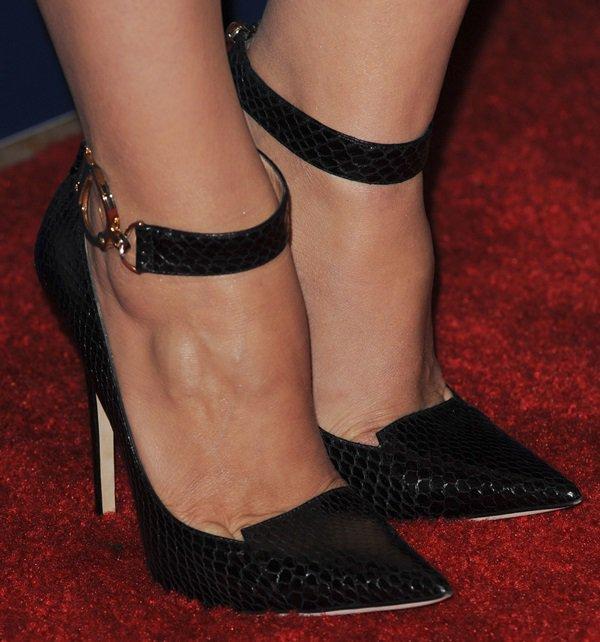Piper Perabo wearing Jimmy Choo pointy-toe pumps