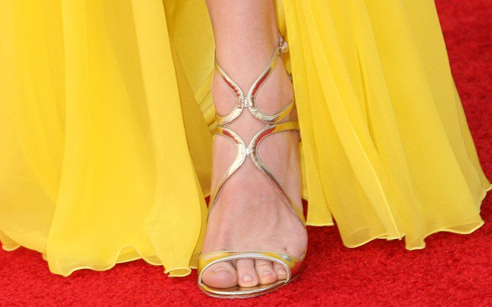 Anna Ferris lets her Jimmy Choo-clad foot peak out from a thigh-high slit in her Monique Lhuillier dress