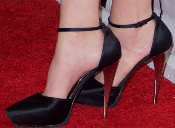 Carey Mulligan re-wears a pair of satin Lanvin pumps on the red carpet of the New York Film Festival