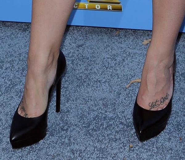 "Demi Lovato rockingplain black ""Janis"" pumps from Saint Laurent"
