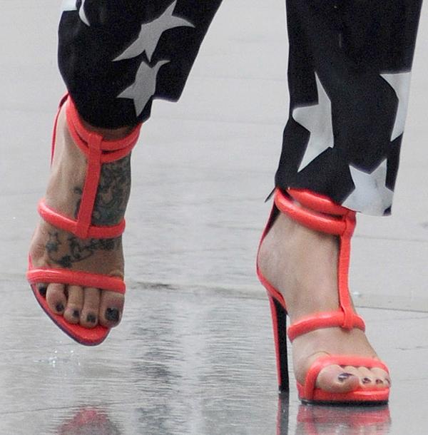 Fearne Cotton wearing neon pink Kurt Geiger heels
